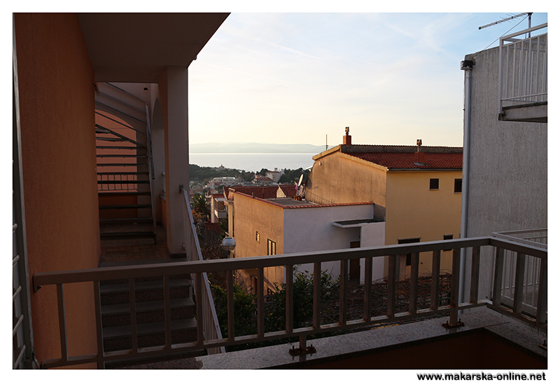 Apartments bela makarska for Uses of balcony